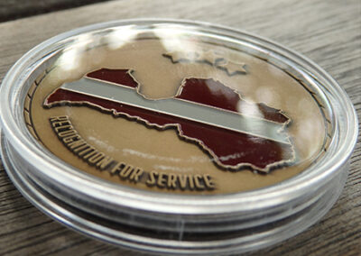 Monēta kapsulā (varš, ieklāta metāla krāsa)