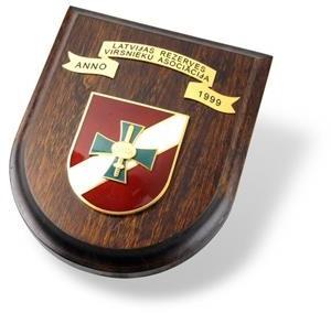 Reprezentācijas vairogs, kalta bronzas lente, emaljēti elementi